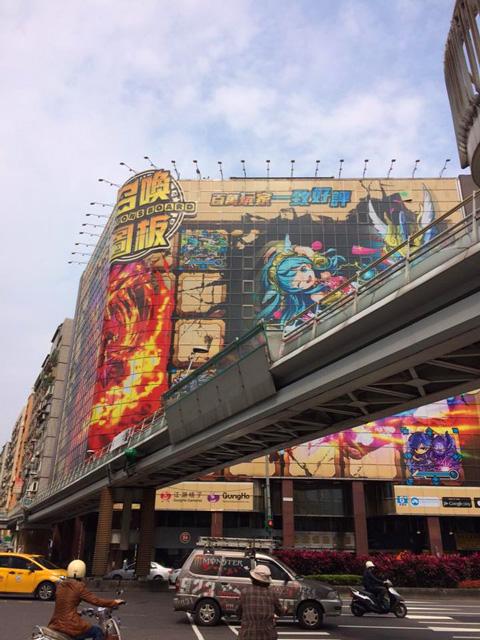 クロソウ王さんより 街頭広告